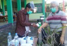 Pemilih mendatangi Tempat Pemungutan Suara (TPS) 20 di Kabupaten Sleman, Rabu 9 Desember 2020